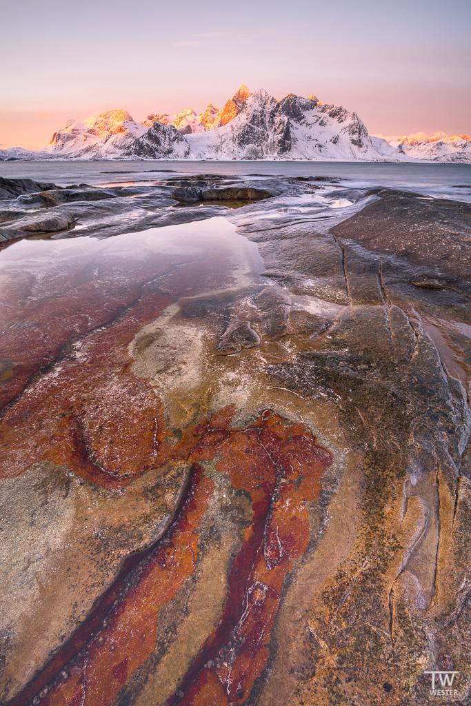 Morgens an einer Felslandschaft mit faszinierenden Formen (B1310)
