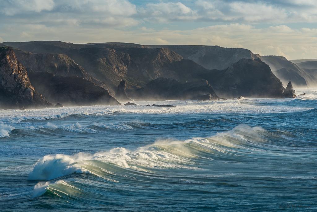 Hier fehlt ein wenig der Maßstab: die Welle im Vordergrund hat etwa eine Höhe von drei bis vier Metern: es war toll, sie von diesem Standpunkt aus beobachten zu können (B378)