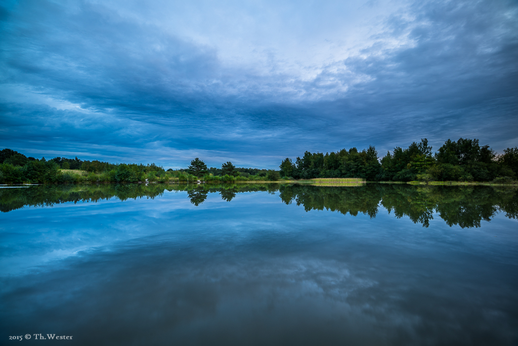 An einem Abend ging ich ca. eine Stunde vor einem angesagten Gewitter zum See, um dieses Wolkenbild einzufangen (B694)