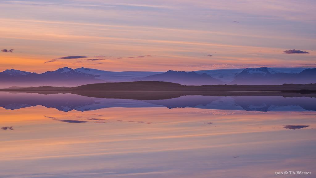Am gleichen Abend ergab sich eine perfekte Spiegelung dieser Landschaft, ohne auch nur ein Beaufort, hier mit Blick gen Südwesten (B710)
