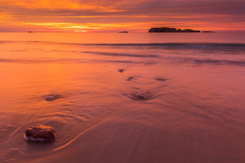 Die folgenden beiden Bilder zeigen das gleiche Motiv (im zweiten Bild nur etwas näher herangetastet), nur wenige Minuten auseinander: hier sieht man die Farbvielfalt um den Sonnenaufgang herum, einfach faszinierend (B395)