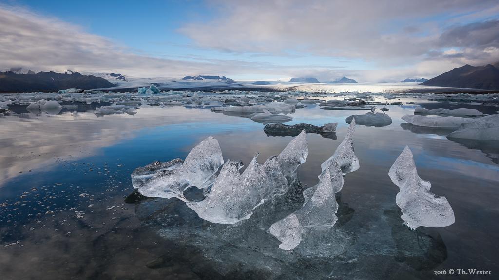 Mit etlichen faszinierenden Eisformen (B729)