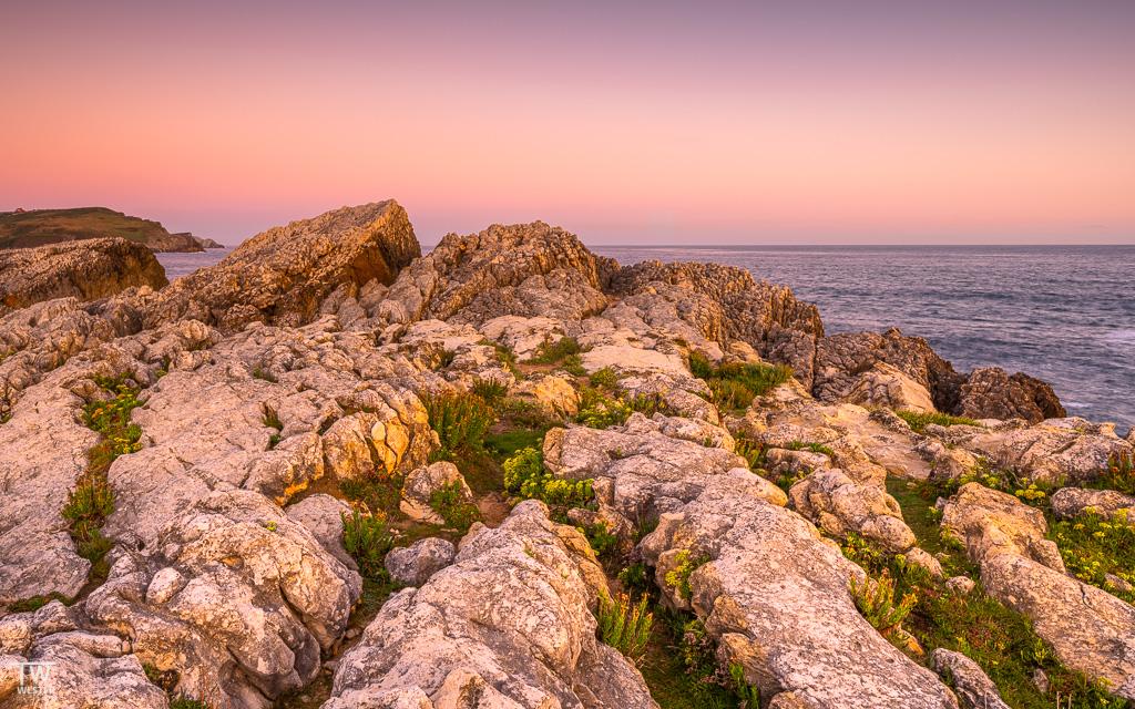 Auch die hellen Gesteinsformationen sind im sanften Morgenlicht ein Eyecatcher (B1828)