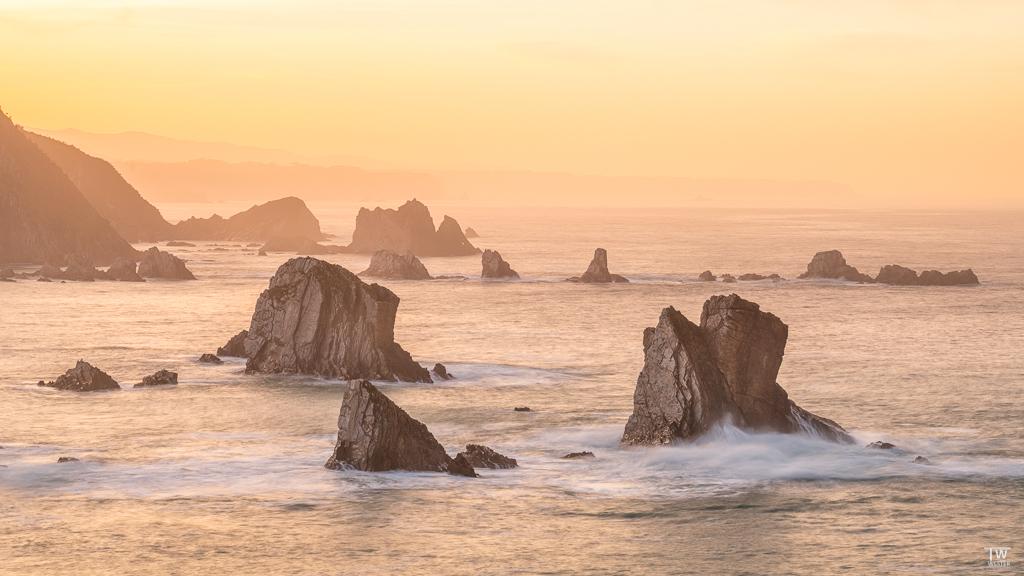 Den Playa de Silencio hatte ich beim letzten Trip fotografisch etwas vernachlässigt, doch dieses Mal habe ich viele Perspektiven rund um die spektakulären Felsen umsetzen können…😉 (B1880)