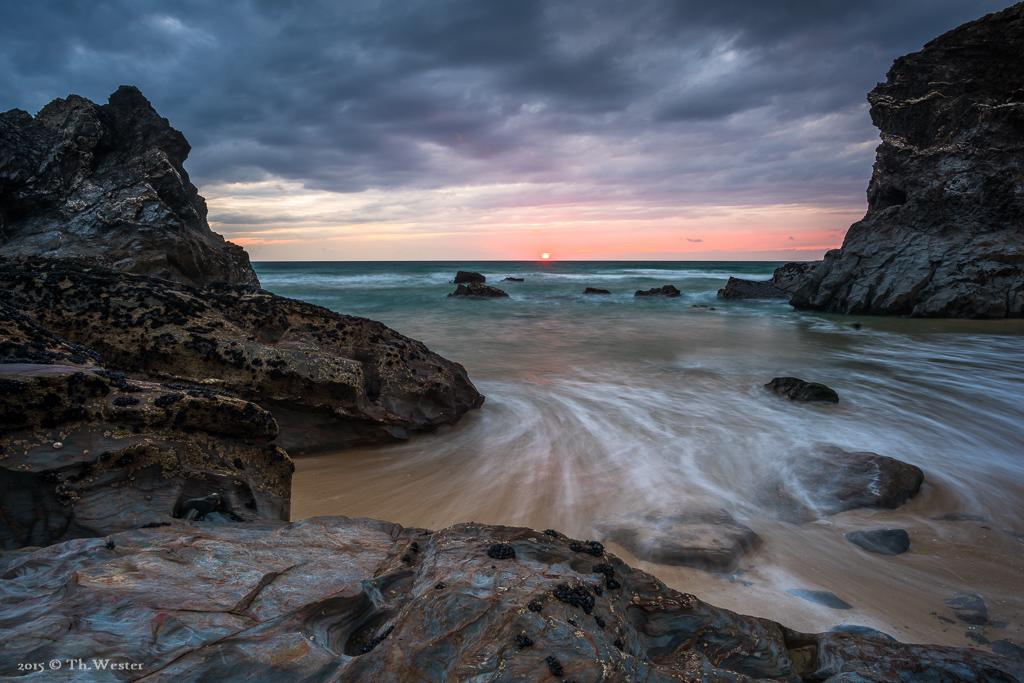 Während des Sonnenuntergangs wirken die Details der Steine meist am Besten (B499)