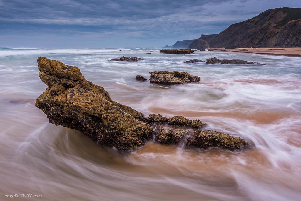 Durch die Mischung des Meerwassers mit dem Sand ergaben sich schöne Farben im ein- oder ablaufenden Wasser (B389)