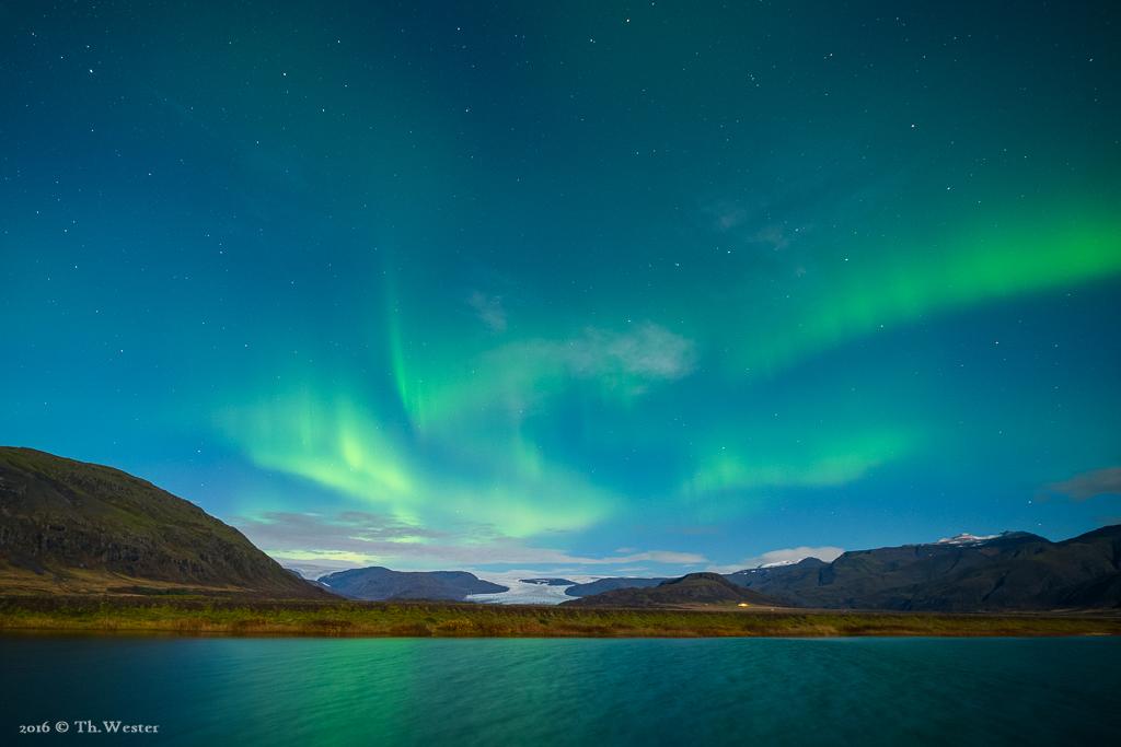 Polarlichter konnten wir leider nur für wenige Stunden genießen, ausgerechnet in der Vollmond-Nacht. Schlechte Umstände für wirklich gute Polarlicht-Fotos und dennoch ein unvergessliches Erlebnis (B714)