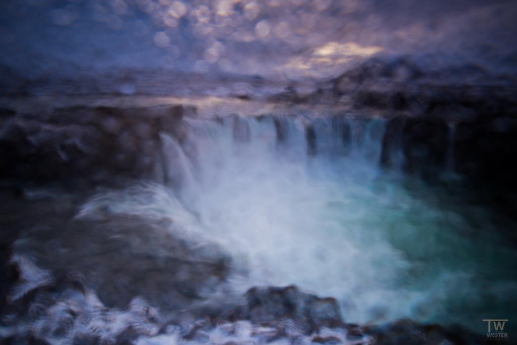 """Hier mal ein Eindruck, wie es ausschaut, wenn man an einem Wasserfall die """"falsche"""" Windrichtung erwischt: auch ohne Regen wird dann nach cirka einer Sekunde der Filter richtig nass und man ist eigentlich nur noch am Wischen (B997)"""