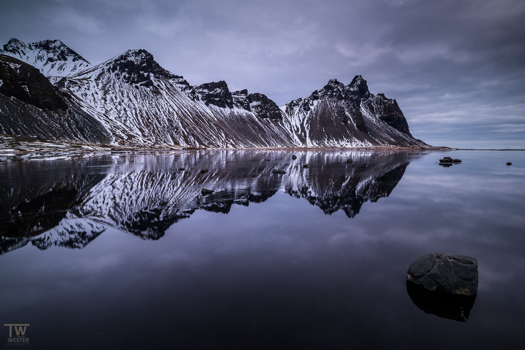 "Windstille am ""Vestrahorn"" (B1007)"