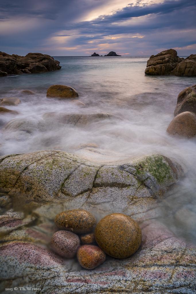 Dieses Bild zählt zu meinen Lieblingsbildern aus dem Urlaub. Der Aufnahmestandpunkt war sehr wackelig und die recht großen Wellen überspülten alle paar Sekunden das Motiv, hier passten aber für einen kurzen Moment die Bedingungen (B492)