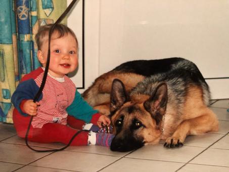 12 Jahre ganz dicke Freunde, unser Schäferhund Nando und unser Sohn Simon