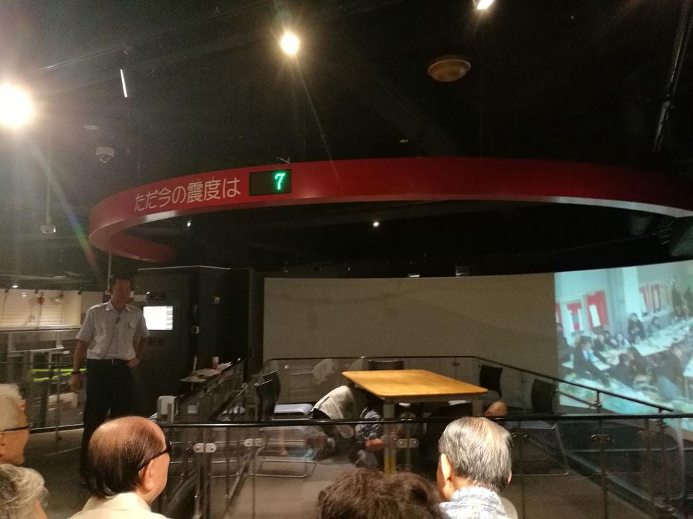 東日本大震災のデータを利用した実際の震度7を体感しました。