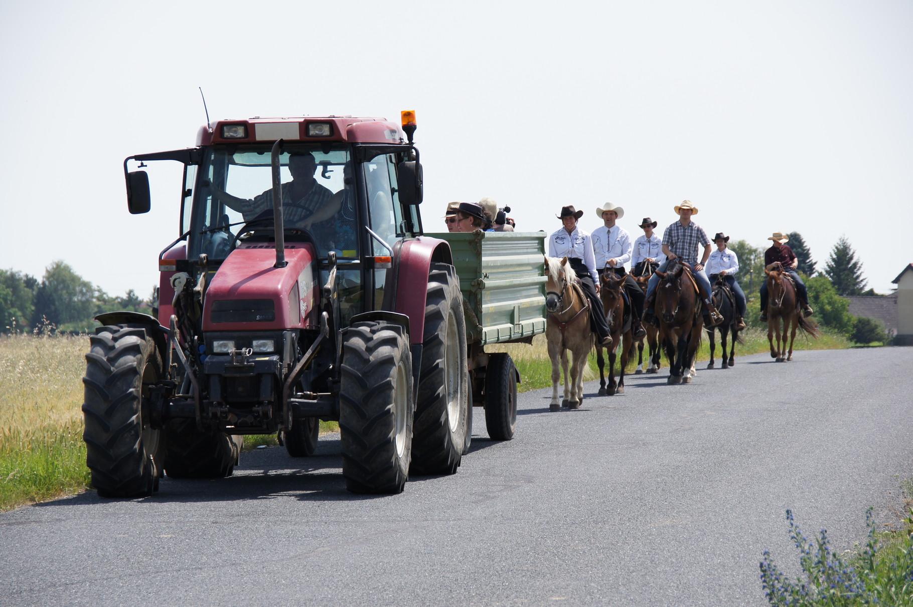 De Weg zum Bründel - manche mit dem Traktor