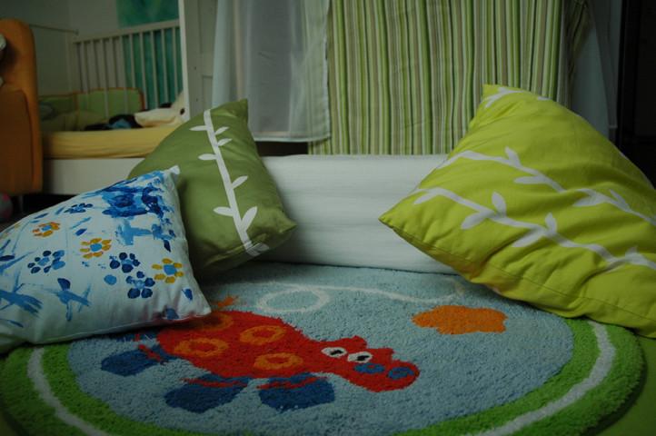 Die Kissen wurden auf dem Teppich gelegt, weil gleich das Abendritual los geht!