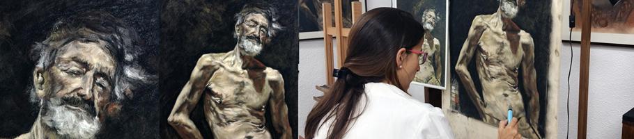 """Pilar Pascual trabajando en el """"Viejo desnudo al sol"""" de Fortuny."""