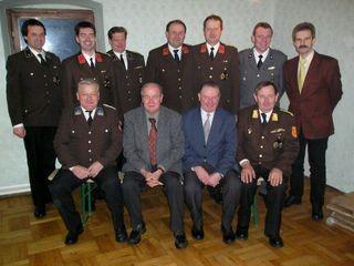 Das Kommando der FF Kasten mit Bürgermeister Kickinger und den Partnerorganisationen.