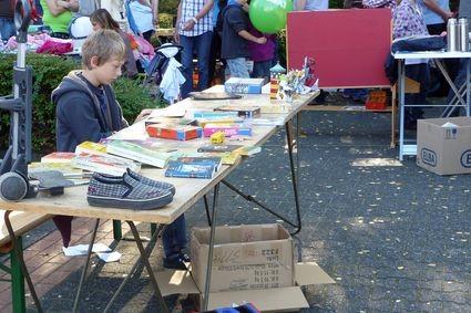 Verkaufsgenie Robin auf dem Kinderflohmarkt