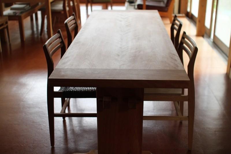 The table  釘を使わず組み上げたテーブル