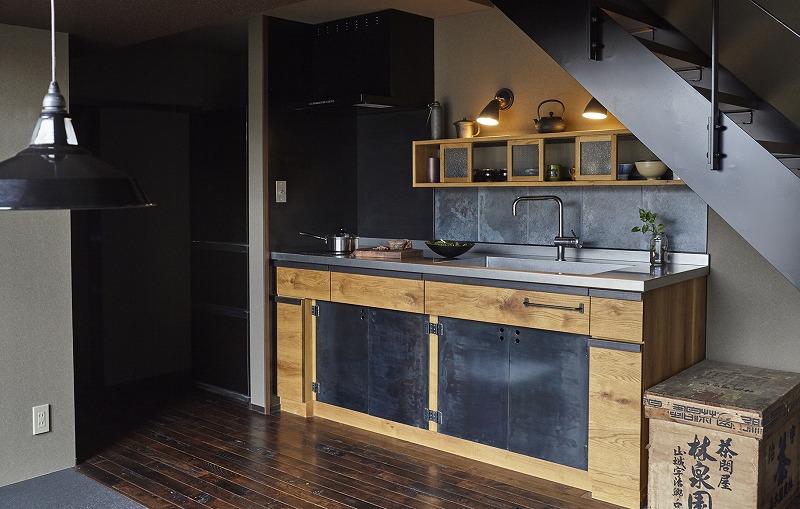 男のキッチン 黒皮鉄板キッチン