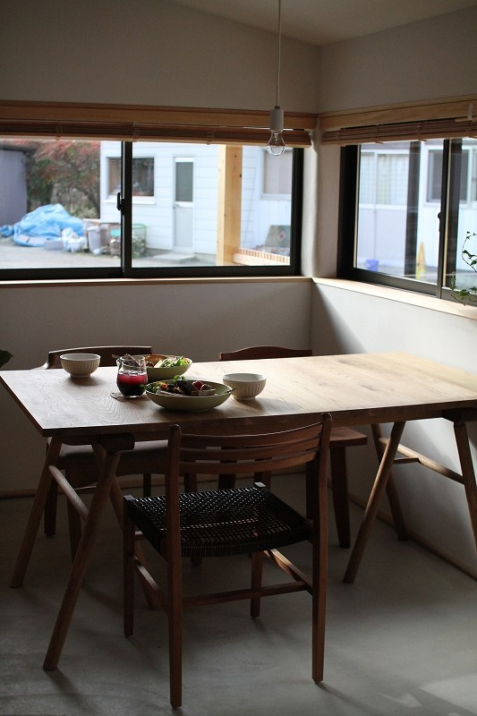 秋田産ナラ材ダイニングテーブル
