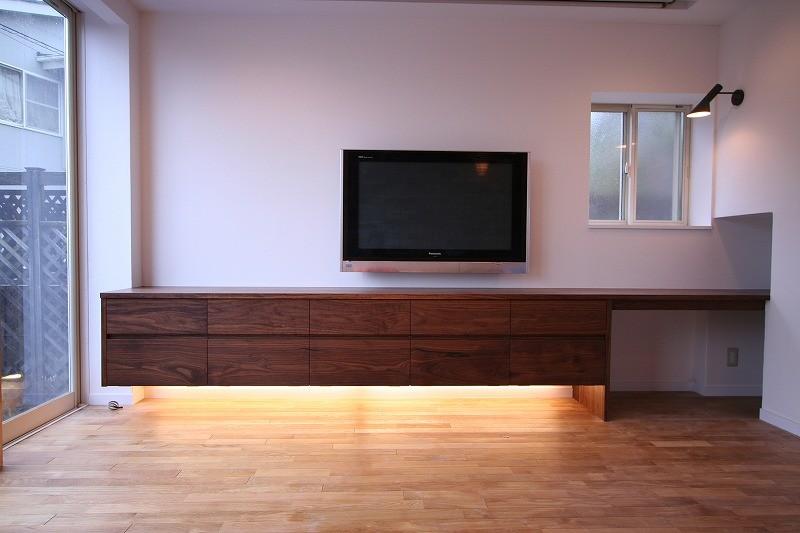 ウォールナットの壁面収納(TV board)