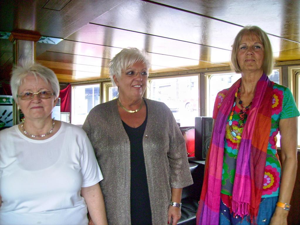 v. l. n. r.die Autorinnen: Elisabeth Mairinger - Anita Pinter-Susanne Praunegger