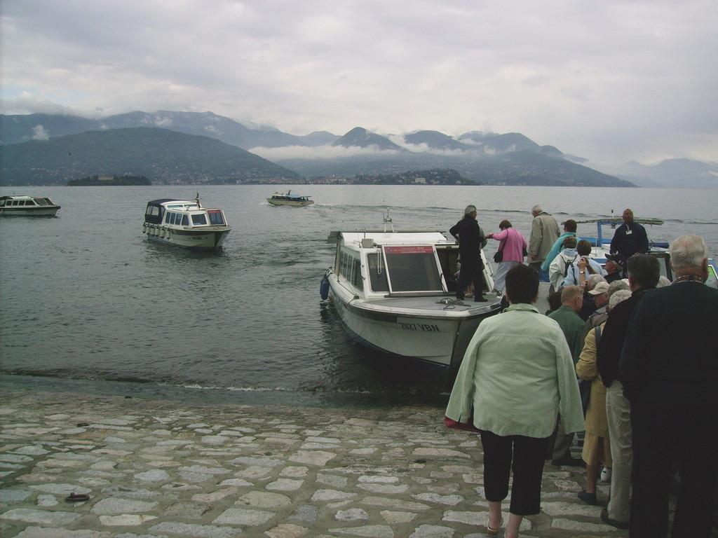 mit dem Boot zur Isola Bella