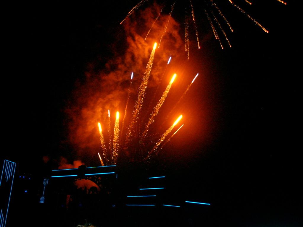 traditionelles Feuerwerk nach der Vorstellung