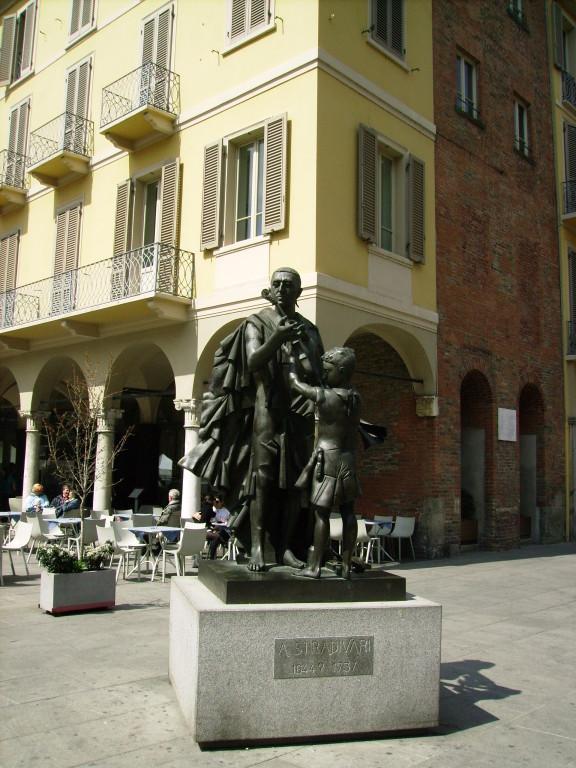 Denkmal v. Stradivari