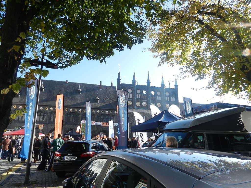 im Hintergrund das Rathaus - Teile der Innenstadt waren wegen einer Veranstaltung gesperrt