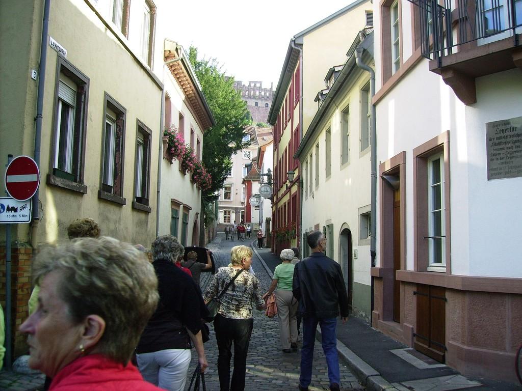 auf dem Weg ins hist. Studentenlokal in Heidelberg