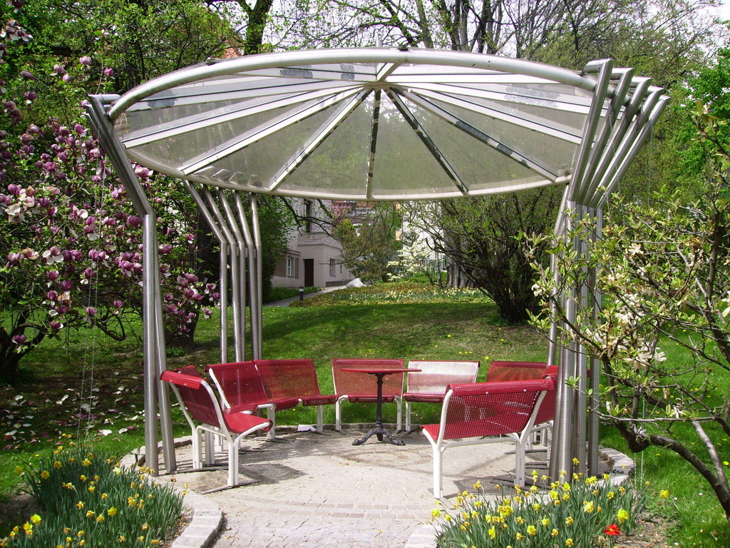 ...Pavillon im Garten