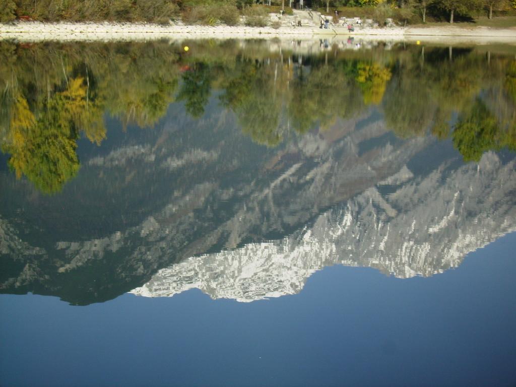 im See spiegelt sich die Nordkette