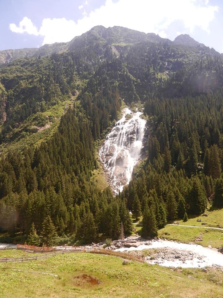 letzter Blick auf den Wasserfall