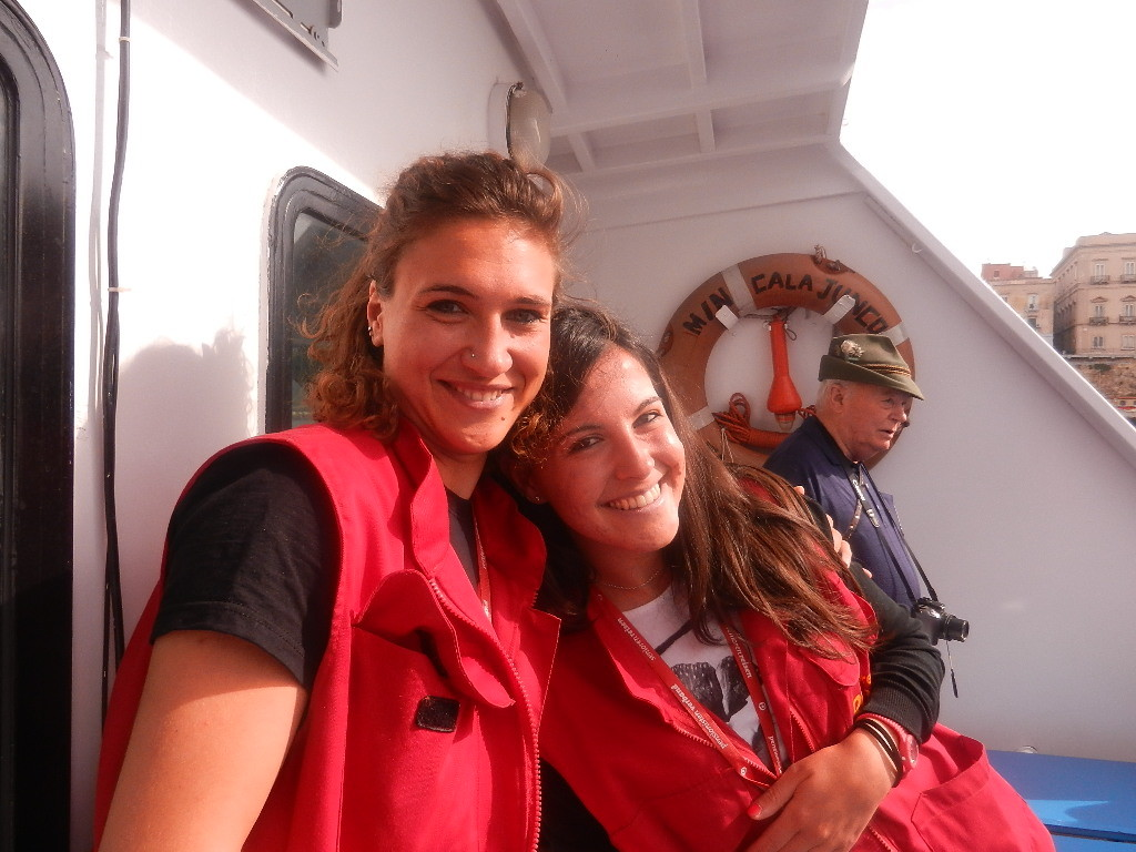 zwei charmante Reiseführerinnen