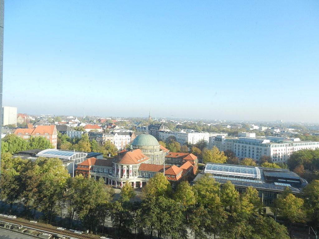 ...Ausblick v. meinem Zimmer auf Hamburg....