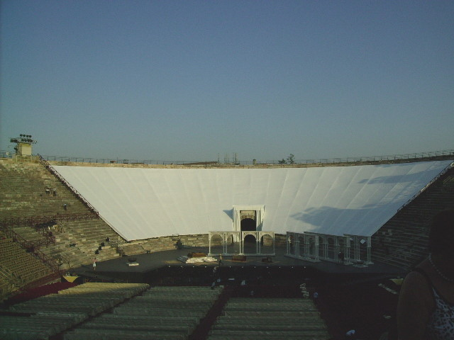 erster Blick in das Innere der Arena