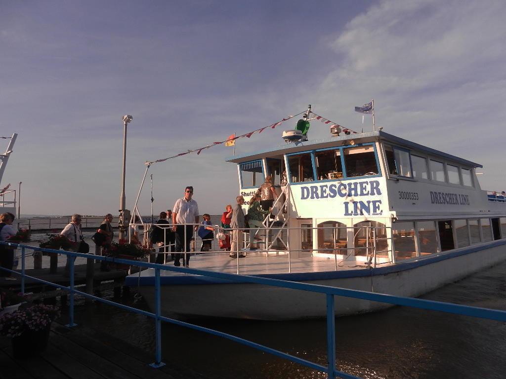 mit dem Schiff über den Neusiedler See von Fertörakos in Ungarn zur Seebühne in Mörbisch