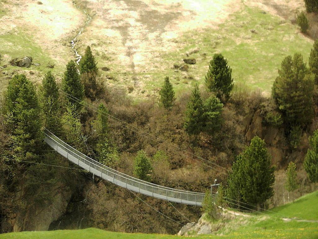 über die Hängebrücke
