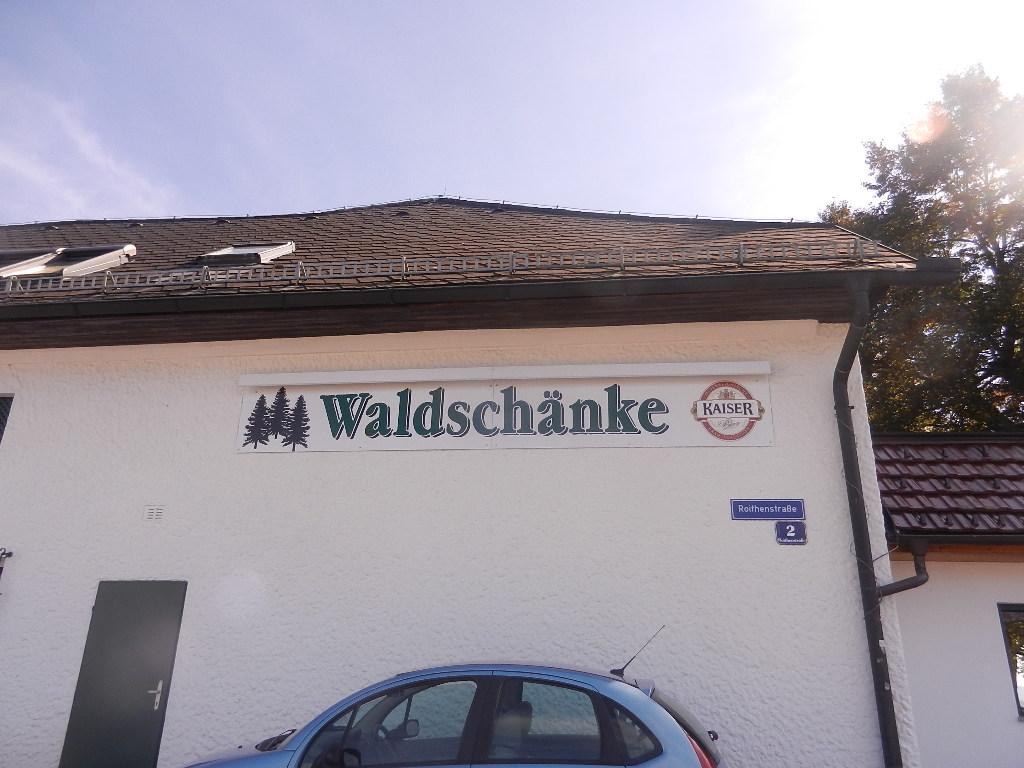 """Mittagspause bei der Heimkehr nach Tirol in der """"Waldschänke"""" in Wels"""