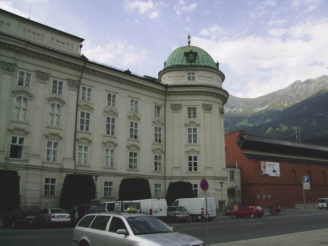 Hofburg rechts Kongresshaus im Hintergrund die Nordkette