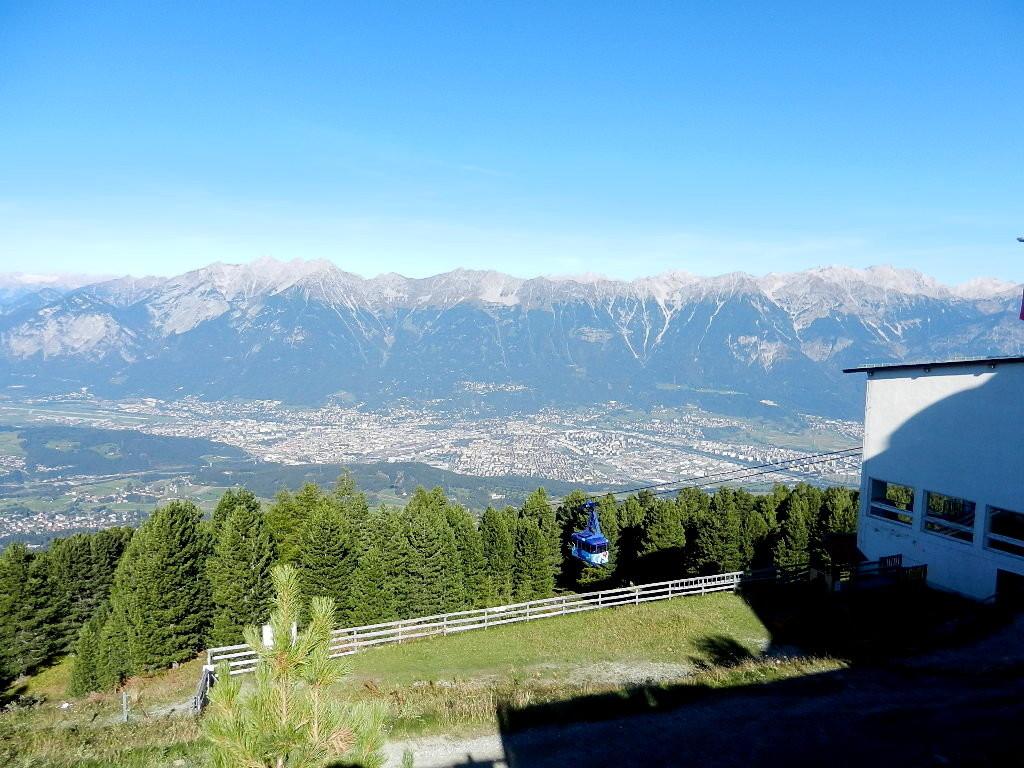 Blick auf Innsbruck  - im Hintergrund die Nordkette