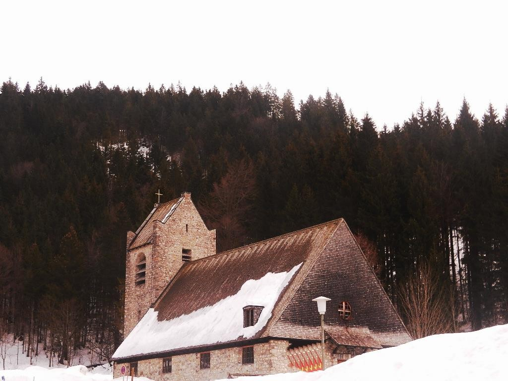 Kirche St. Bernhard im Ortsteil Spitzingsee