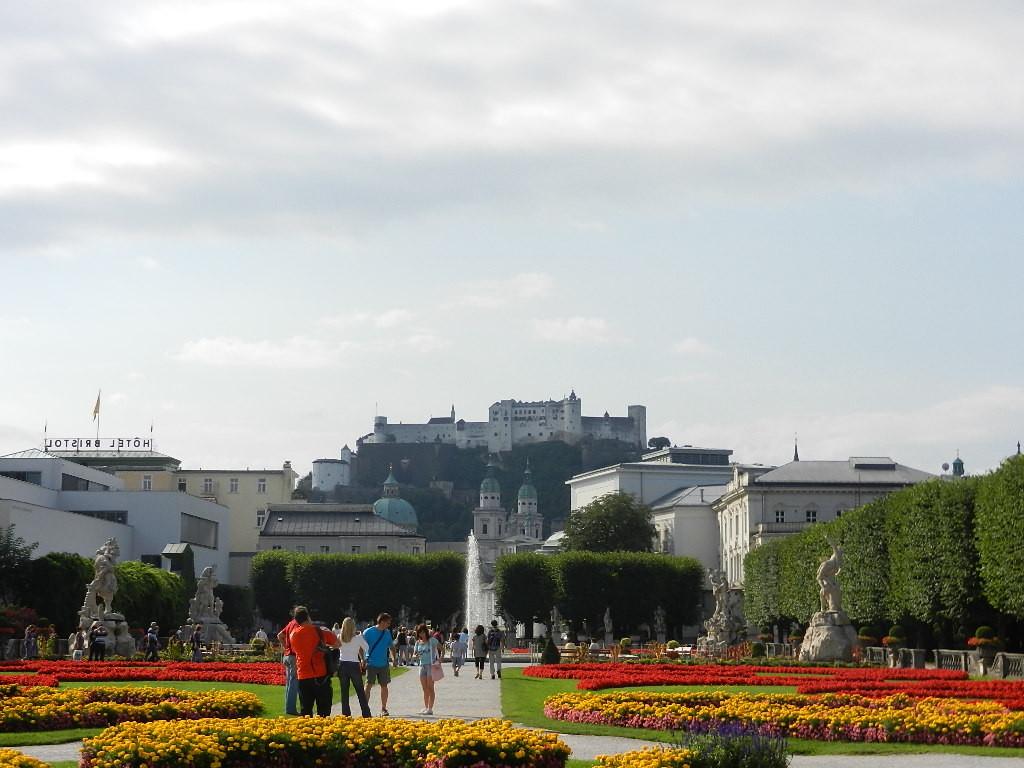 im Hintergrund - Festung Hohensalzburg