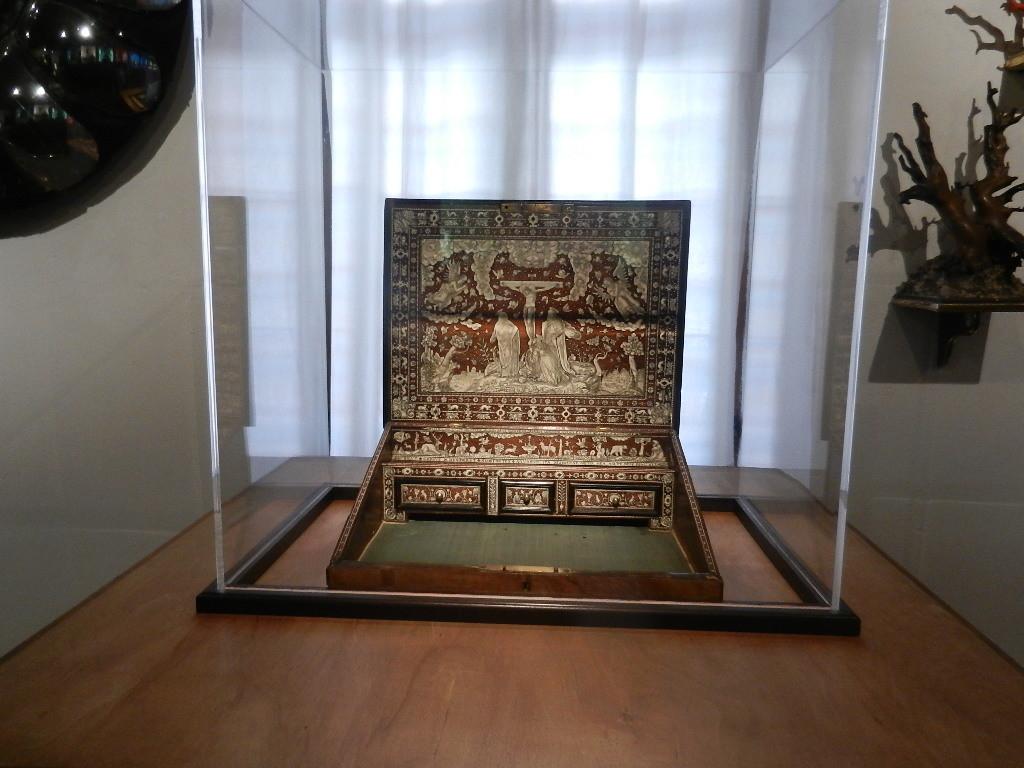 tragbares Schreib= u. Lesepult - aus dem Jahr 1592