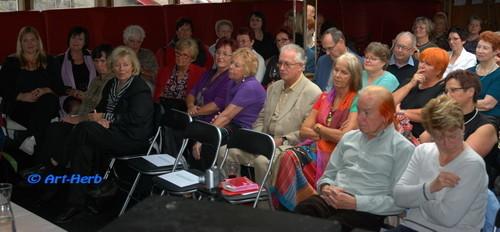 aufmerksames Publikum...