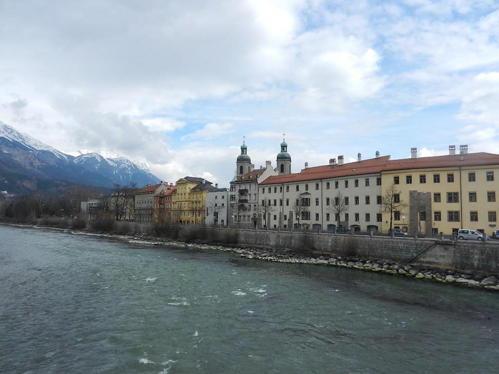 Blick über den Inn auf die Altstadt - im Hintergrund die Türme vom Dom