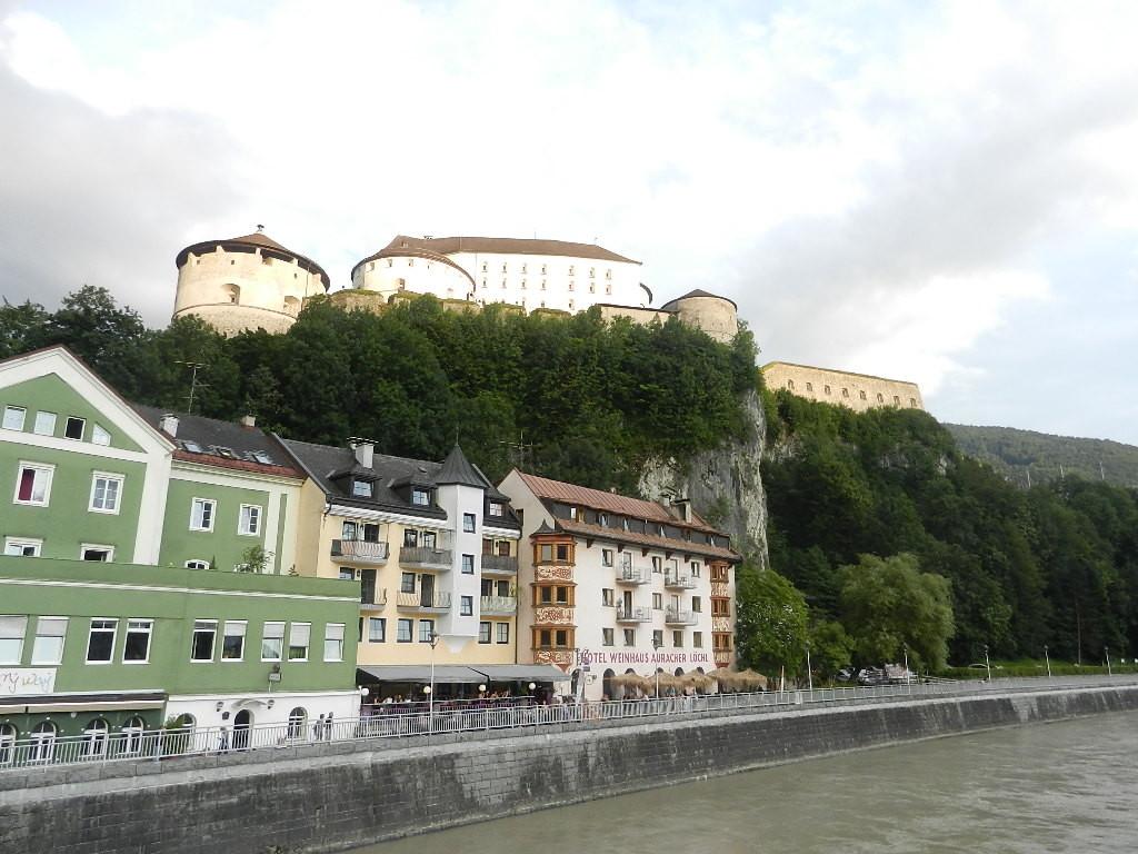 im Hintergrund die Festung Kufstein