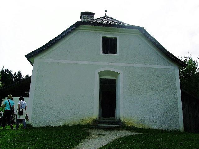 ...altes Schulhaus (Klassen-Inneres bei Alltag)