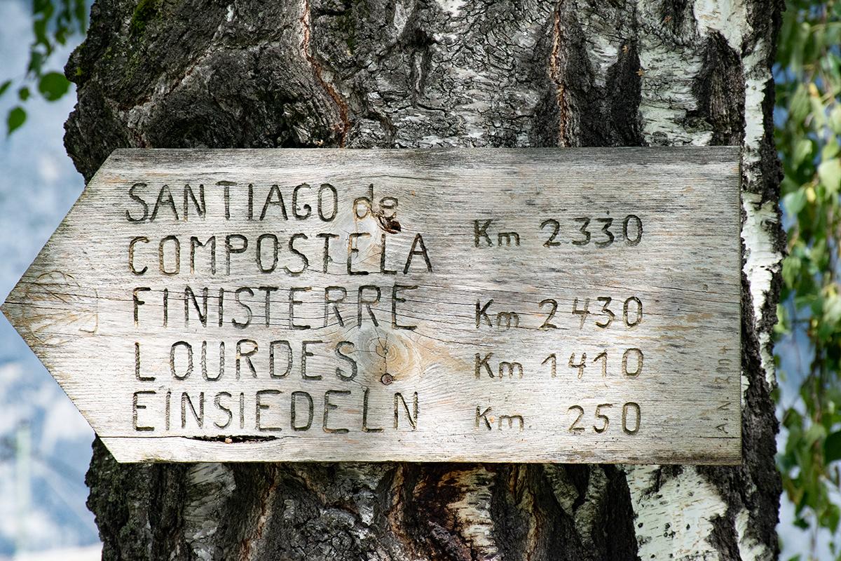 Wegweiser für den Jakobsweg - bis Compostela wäre es noch ein langer Weg :-)